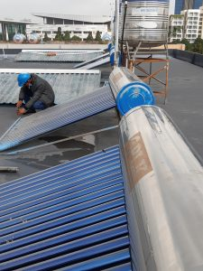 Máy nước nóng năng lượng mặt trời cũ