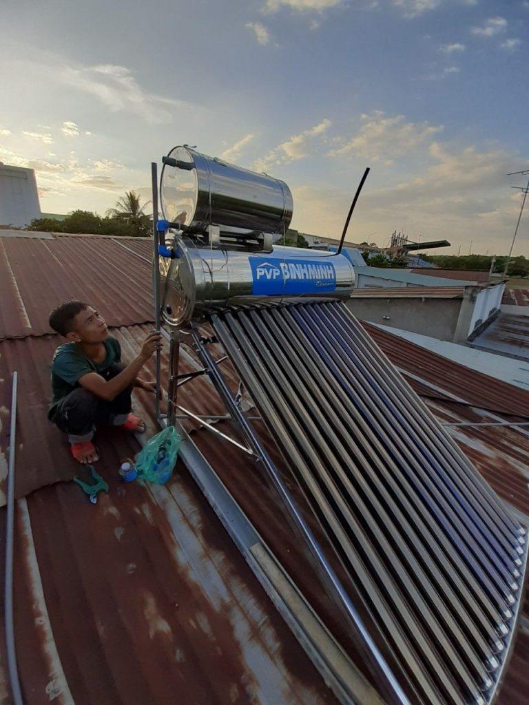Máy nước nóng năng lượng mặt trời tại Bình Dương