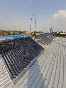 Máy nước nóng năng lượng mặt trời tại Hóc Môn